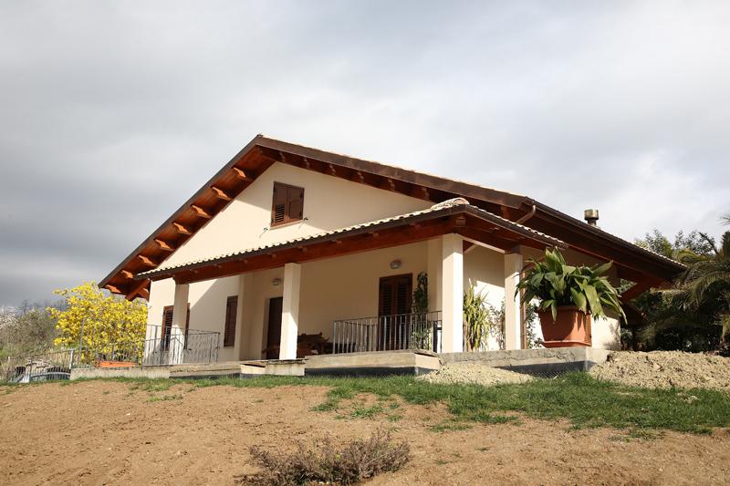 Tetti e case in legno abruzzo tgt legno specialisti - Casa in legno su lastrico solare ...